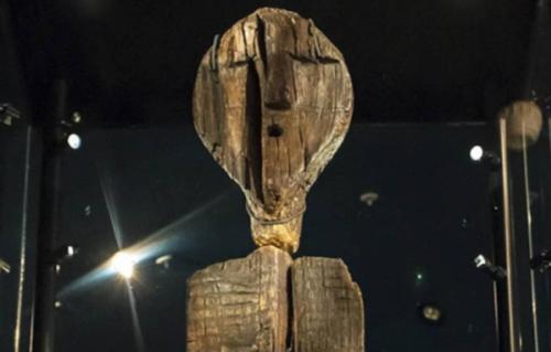 Misteriosa estátua é mais antiga que as pirâmides
