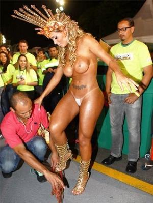 VÍDEOS: gostosas dão show em baile de carnaval
