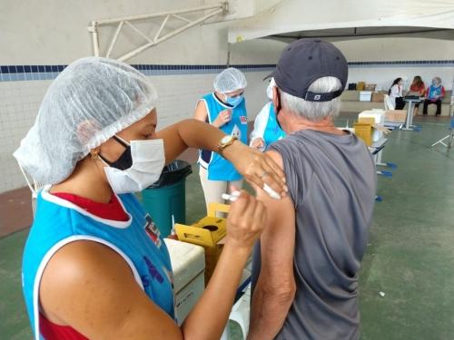 NESTE FINAL DE SEMANA: Capital avança no plano de imunização e vacina pessoas a partir dos 60 anos