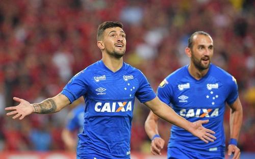 No Maracanã, Cruzeiro vence e complica Flamengo na Libertadores