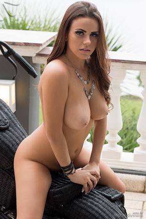 Toda a beleza e sensualidade de Izabella Morales