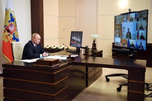Putin anuncia que a Rússia registrou primeira vacina contra covid-19 no mundo