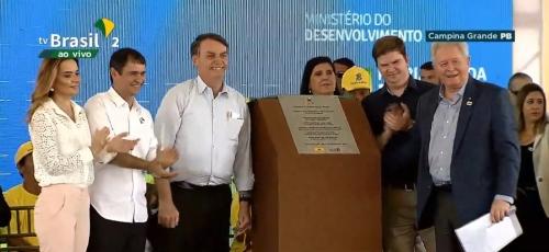 Bolsonaro recebe carinho dos campinenses durante entrega de complexo habitacional