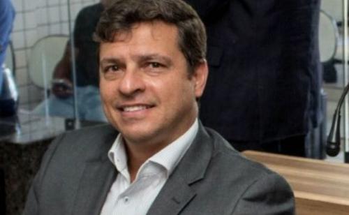 AÇÃO INCANSÁVEL: prefeito Vitor Hugo anuncia pavimentação de mais ruas em Cabedelo