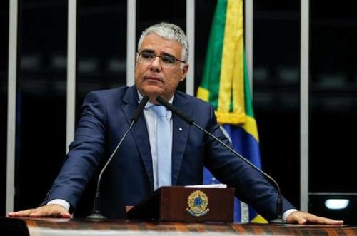 Senador consegue assinaturas para incluir governadores e prefeitos na CPI da Covid