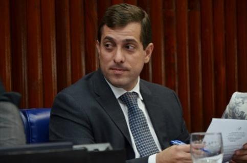 REFORMA NA AL: Gervásio Maia assina ordem de serviço