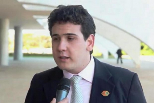 Do deputado André Amaral para Antônio de Sousa, do PMDB: Temos mandatos, não somos mandados