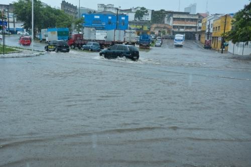 Chuvas continuam intensas na Capital; Imetro faz Alerta Vermelho para mais 37 municípios
