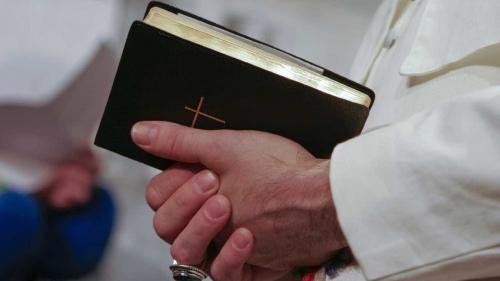 Menino de 8 anos sofre abuso sexual dentro de igreja