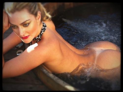 Laura Keller posta foto nua e deixa marmanjos se babando