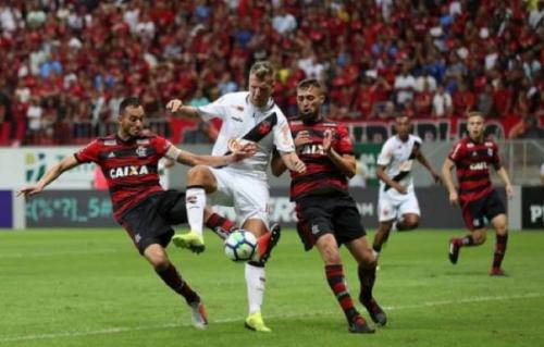 Expulsão, gol contra, ambulância... Vasco e Flamengo empatam em Brasília