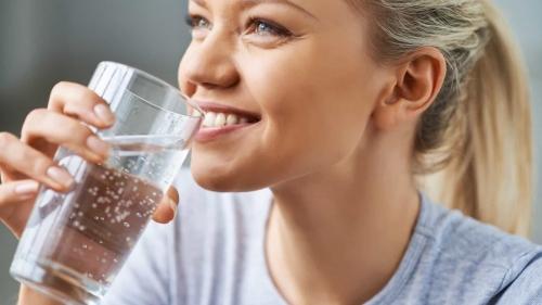 Nove sinais que indicam que precisa beber mais água