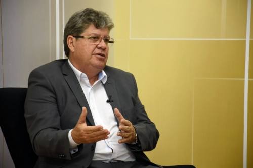 João Azevedo toma medidas para não perder o controle da máquina socialista