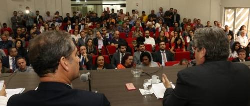 """Em debate na OAB, João Azevêdo se diz """"radicalmente contra"""" extinção de comarcas na PB"""