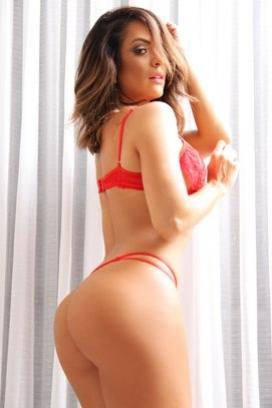 Atriz Denise Dias é a estrela da campanha de verão