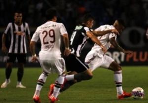 Com gol de goleiro nos p�naltis, Botafogo vence Flu e vai � final