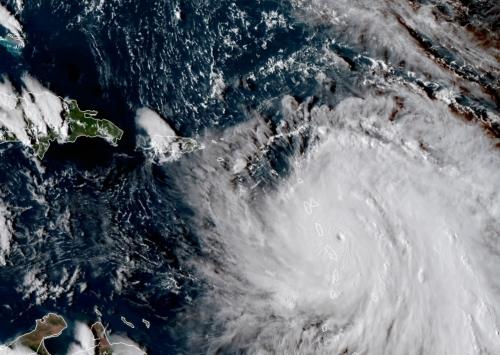 Com intensidade máxima, Furacão Maria causa destruição no Caribe