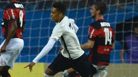 Corinthians bate Flamengo e avança à semi da Copa SP