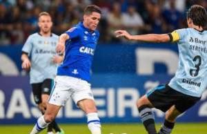 Cruzeiro busca empate duas vezes e impede Grêmio de virar líder