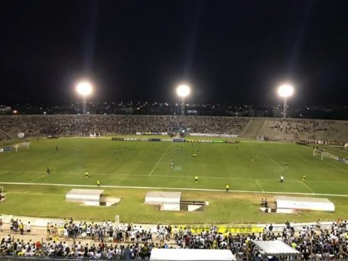 Botafogo vence o Campinense e se isola na liderança