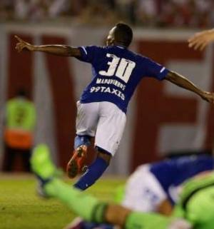 Cruzeiro confirma fama de carrasco e supera River em Buenos Aires