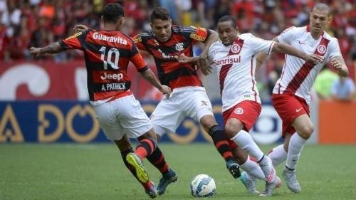 Flamengo bate Internacional e abre em vantagem na Libertadores