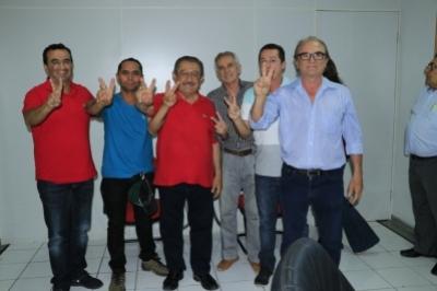 Zé Maranhão recebe adesões até durante carreata