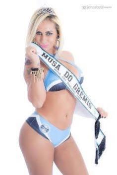 Musa do Grêmio posa sensual e comemora vitória