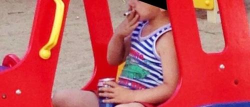 Foto de crian�a fumando e bebendo cerveja choca internautas