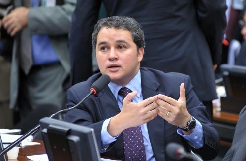 FORO PRIVILEGIADO: Efraim Filho defende o fim para todas as autoridades