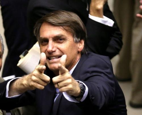 Bolsonaro retira dreno e recebe dieta leve, diz hospital