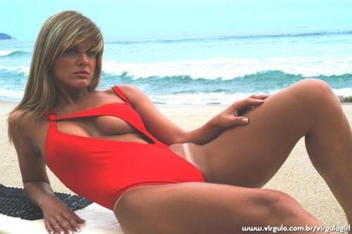 Dona de site de ensaios sensuais, Viviane Bordin posa nua