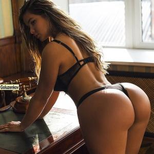 Modelo russa Anastasiya Kvitko faz sucesso nas redes