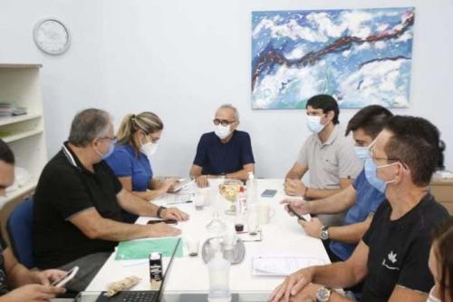 Cícero reúne equipe de Saúde para avaliar ações de combate à Covid-19