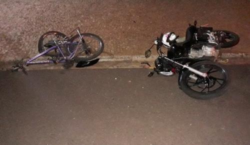 MOGEIRO: ciclista colide com moto e morre no local