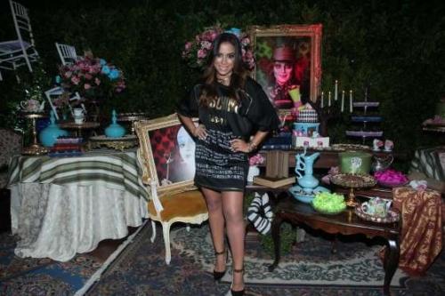 Anitta comemora anivers�rio em mans�o no Rio com presen�a de Ludmilla